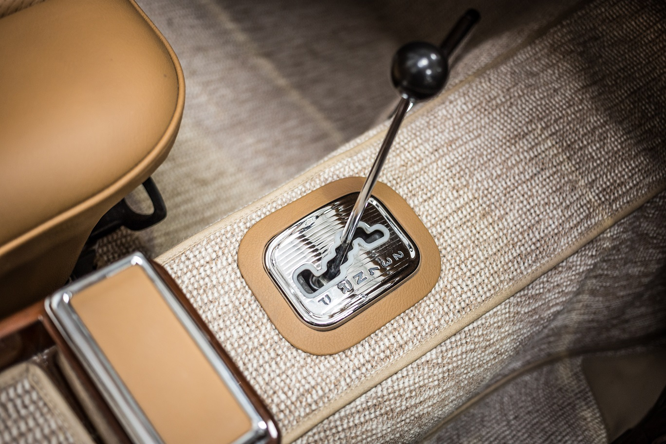 Leather surround on automatic gearbox selector Mercedes-Benz W113 280SL Pagoda by Hemmels