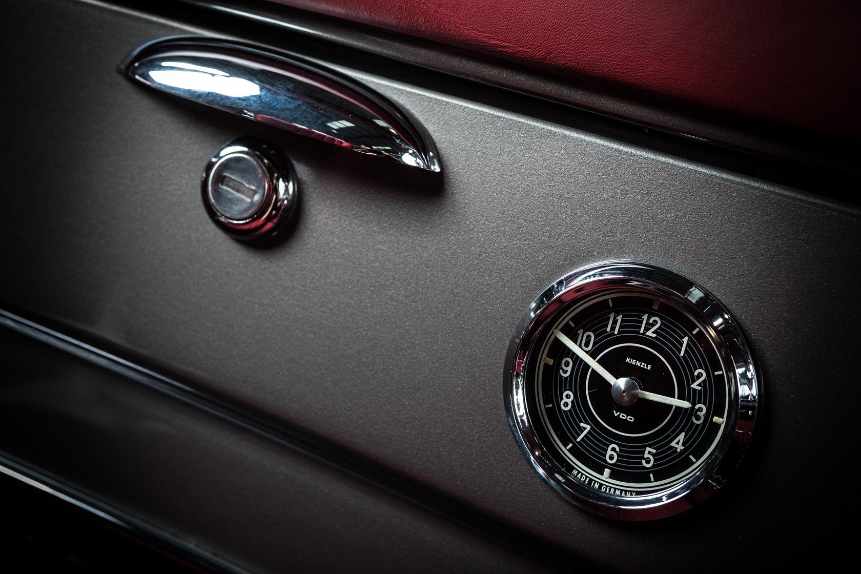 Hemmels W121 190SL Glove Box