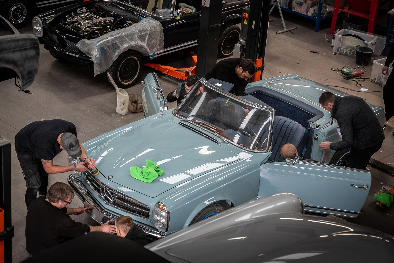 Hemmels engineers preparing W113 280SL Pagoda in Horizon Blue