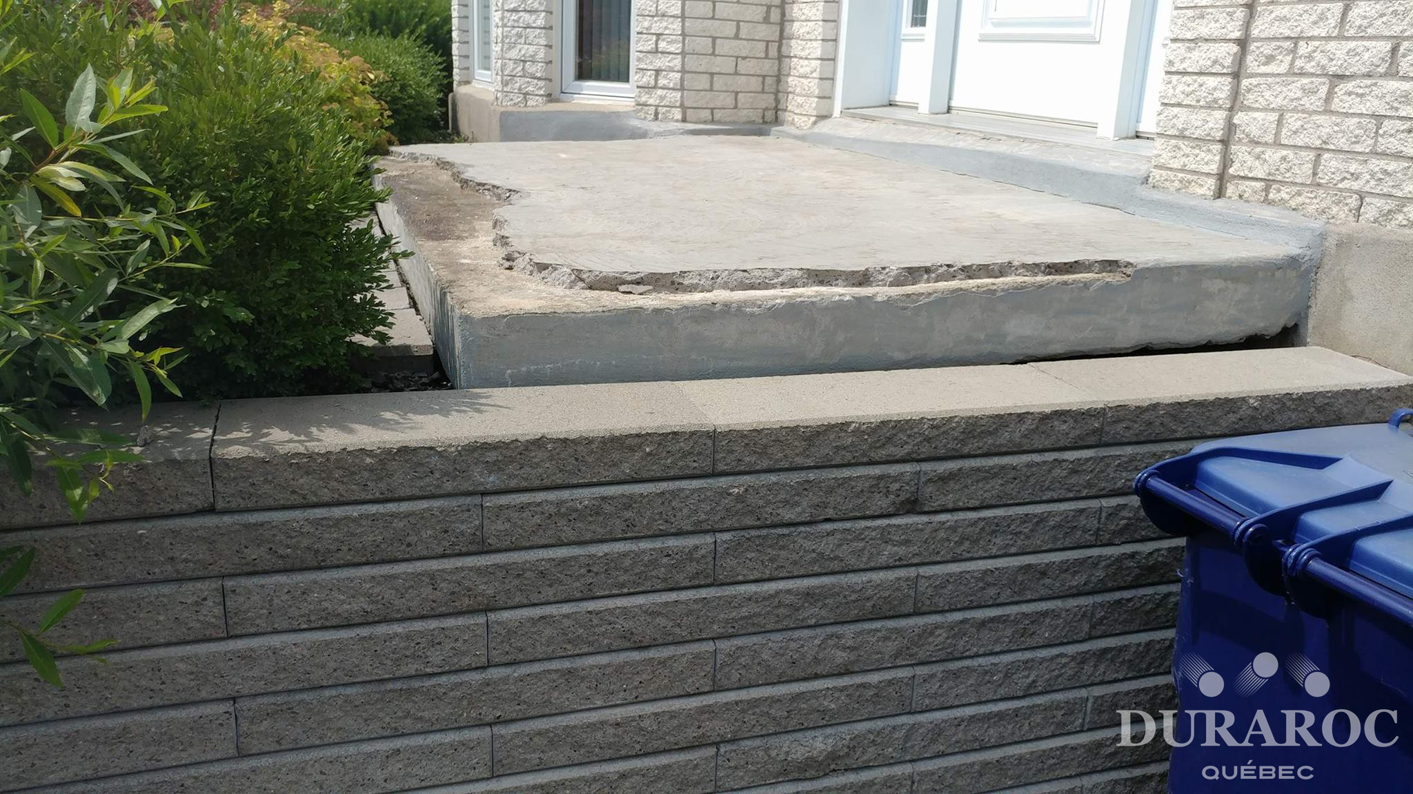 Balcon de béton endommagé