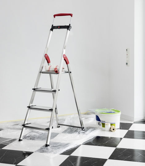 Hailo ComfortLine XXR - More steps - more safety Aluminium safety ladder with multifunction tray ensures safety at an XXL size: 130 mm deep steps.