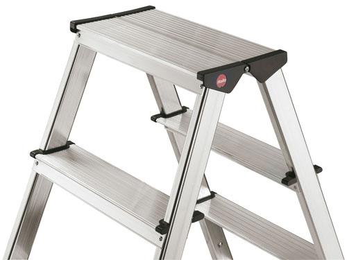 Non-slip, length profiled, wide aluminium steps