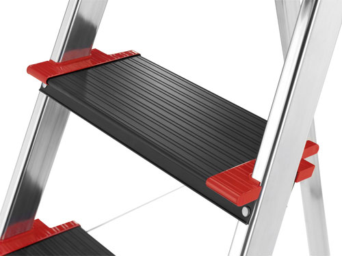 Black anodised XXL steps with non-slip ribbing and an extra deep tread of 13 cm!