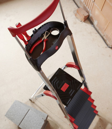 Aluminium safety ladder with multifunction tray and rail ensures safety at an XXL size