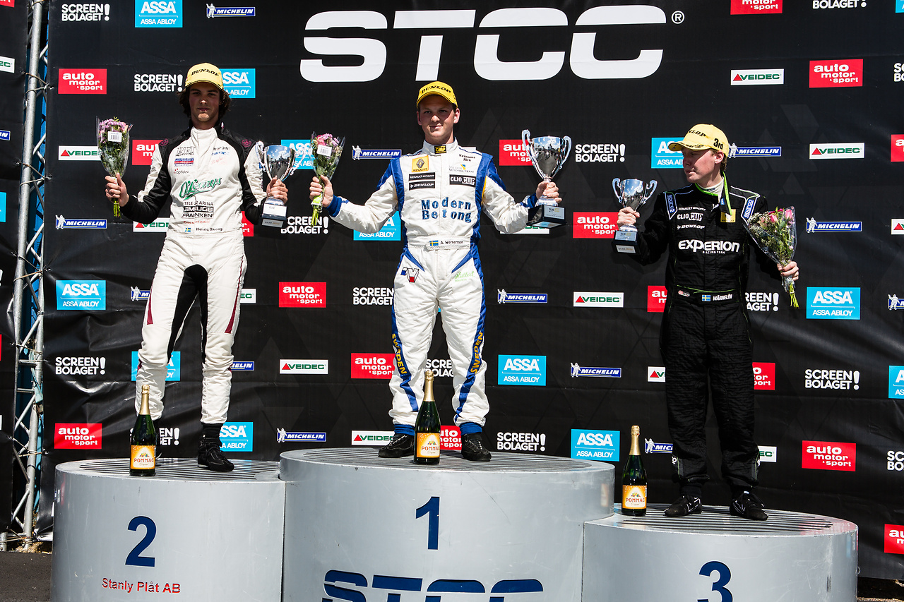 Andreas, Henrik, Albin på prispodiet i Clio Cup racing