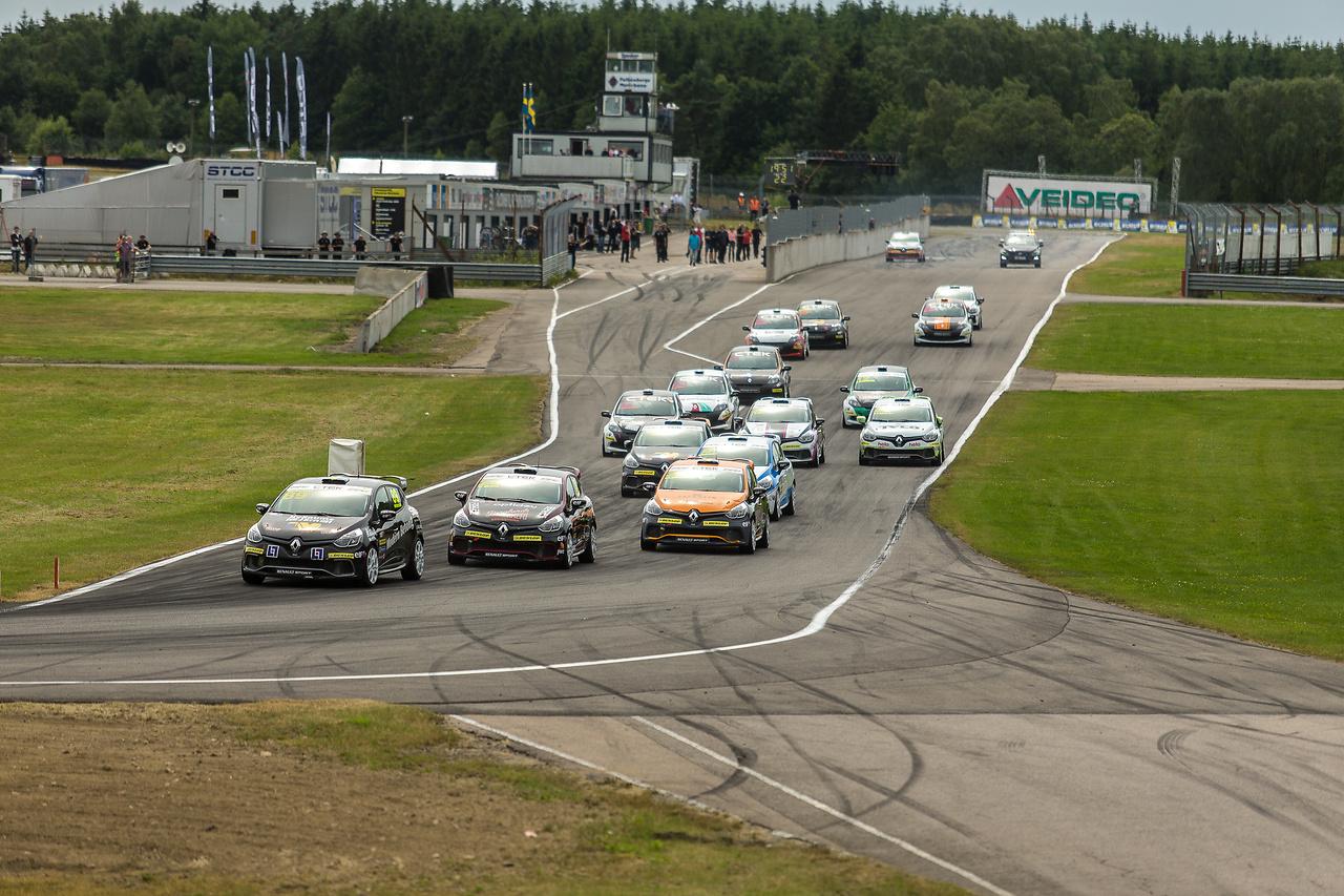 Starten för Clio Cup racing i Falkenberg