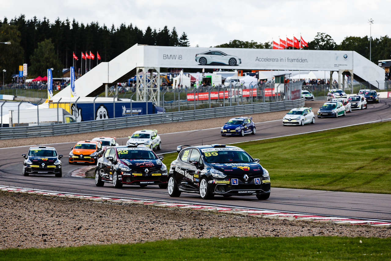 Startfältet i Clio Cup 2015 Knutstorp