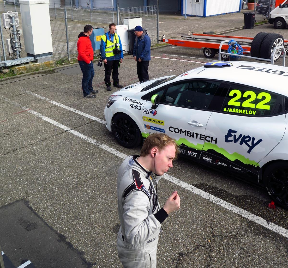 Albin i Experion Racing Team förbereder sig för att köra på Hockenhiemring.
