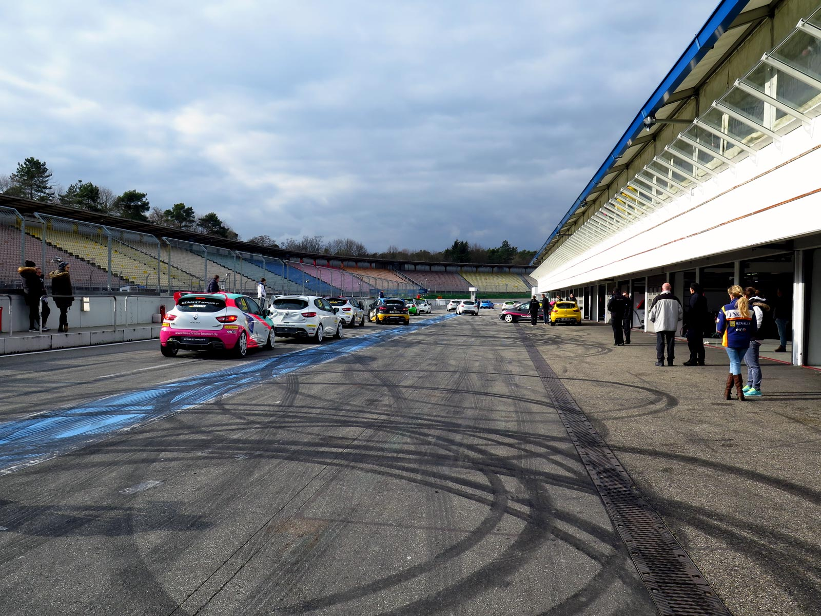 Clio Cup Central Europe i pit lane på Hockenhiemring