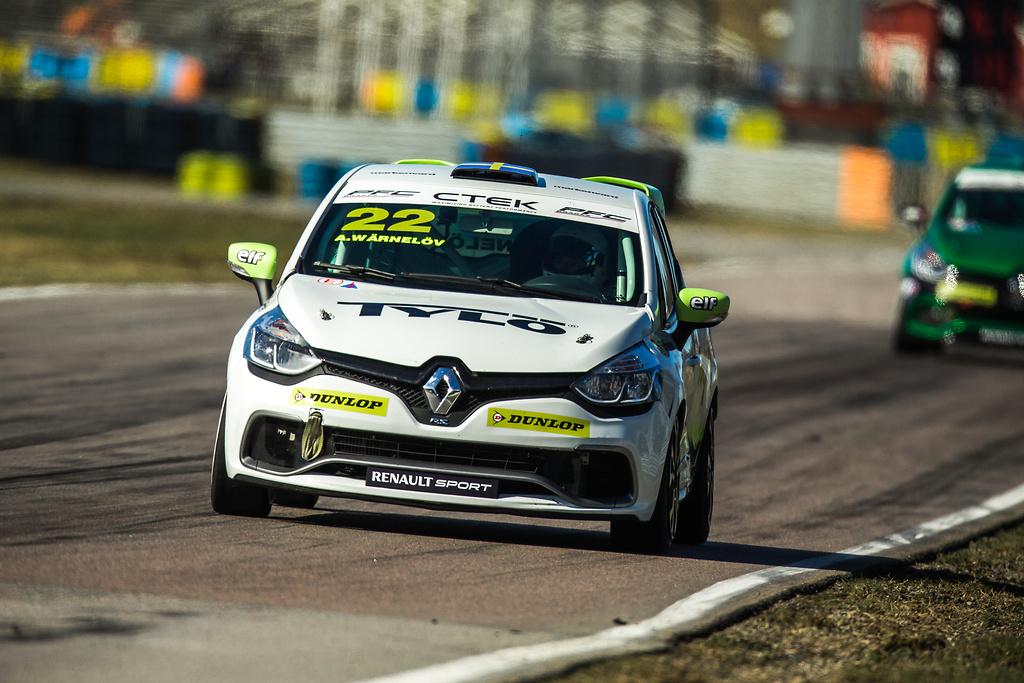 Albin Wärnelöv på officiellt test för Clio Cup 2016