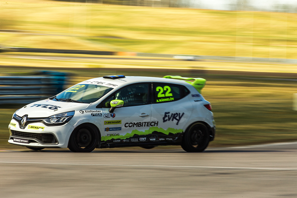 Experion racing teams Clio på offecielt test