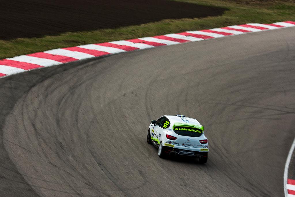 Albin Wärnelöv i sin racingbil på Anderstorp Raceway