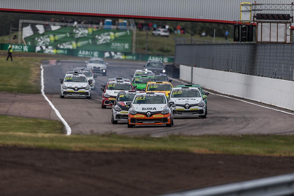 Starten i race ett på Clio Cup Anderstorp Raceway
