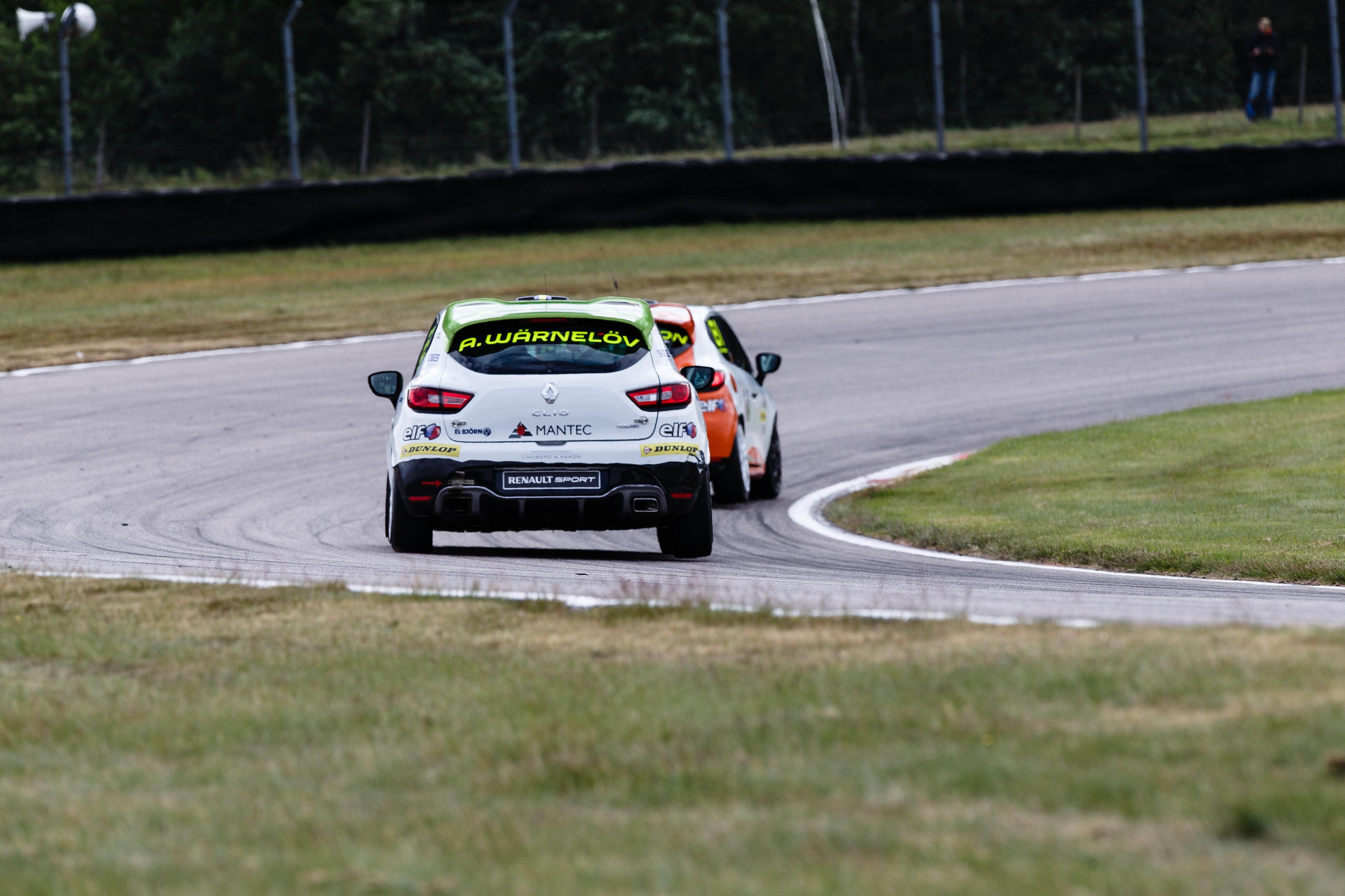 Wärnelöv jagar Oskarsson i race ett på Anderstorp Raceway