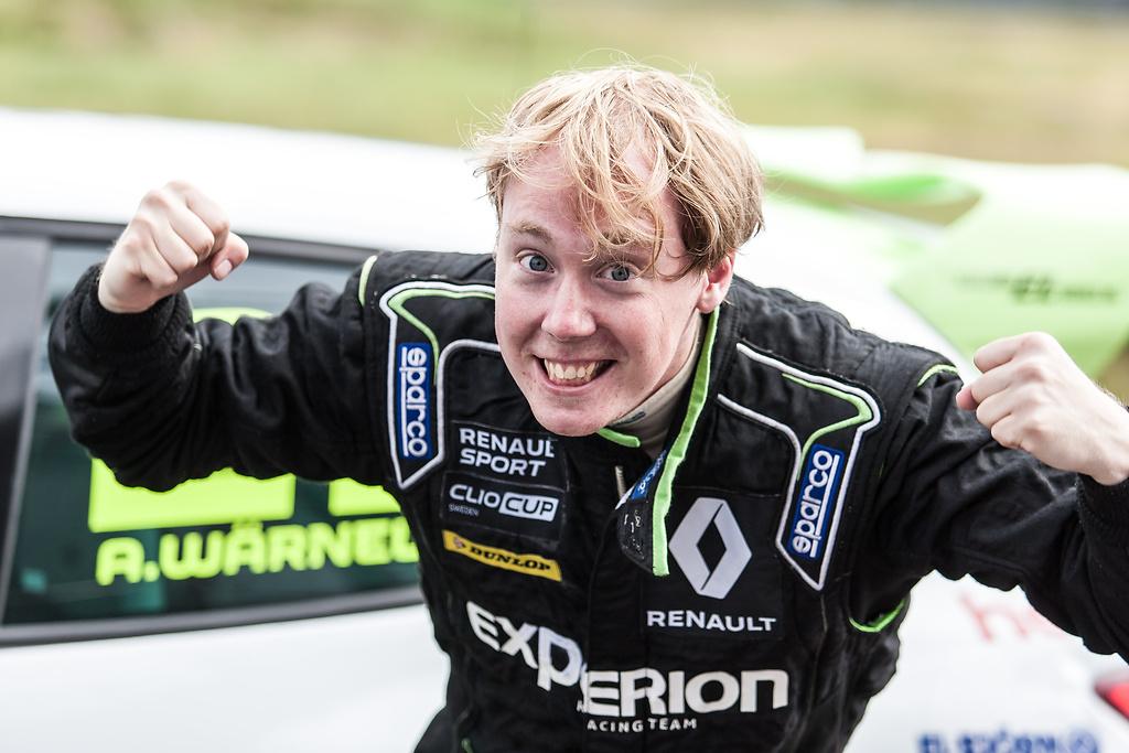 Albin superglad after sin andraplacering i race ett på Anderstorp raceway.