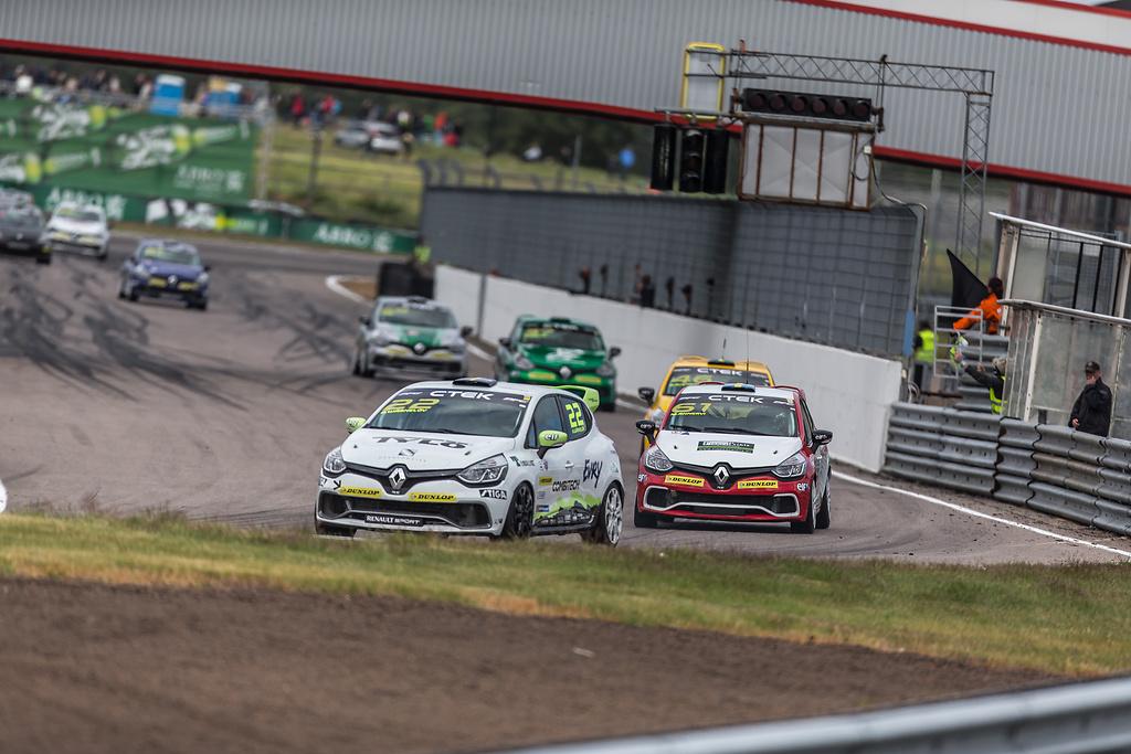 Wärnelöv och Annervi i Clio Cup på Anderstorp Raceway