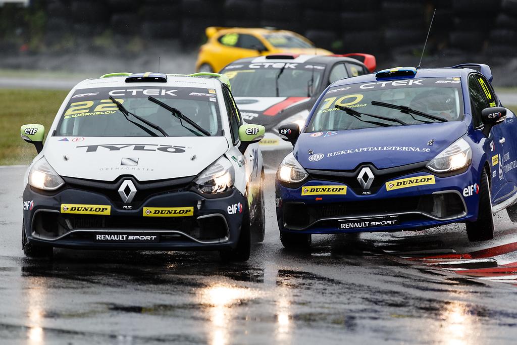 Racing fajt mellan Clio bilar