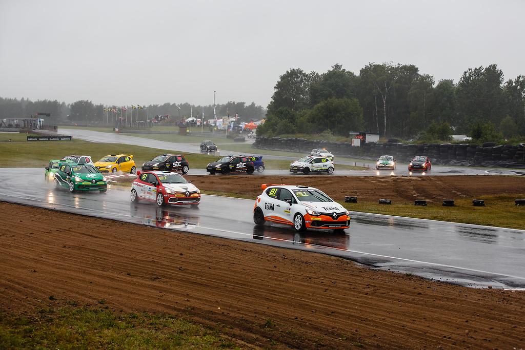 Blött på Falkenberg med Experion racing team i Clio Cup