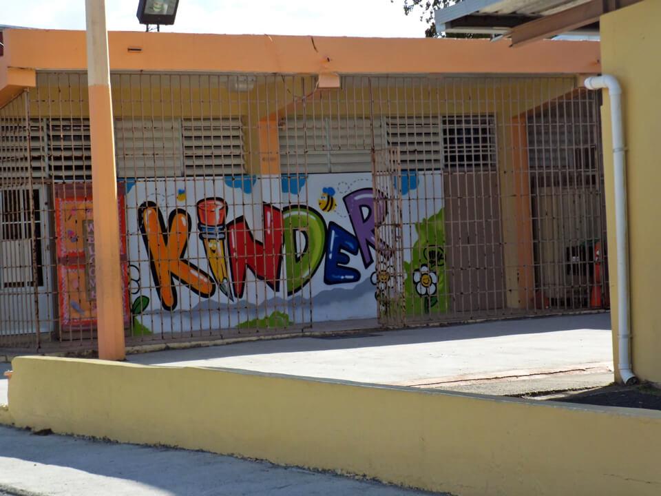 Escuela María López Ponce, en Jardines de Country Club, Carolina, Puerto Rico.