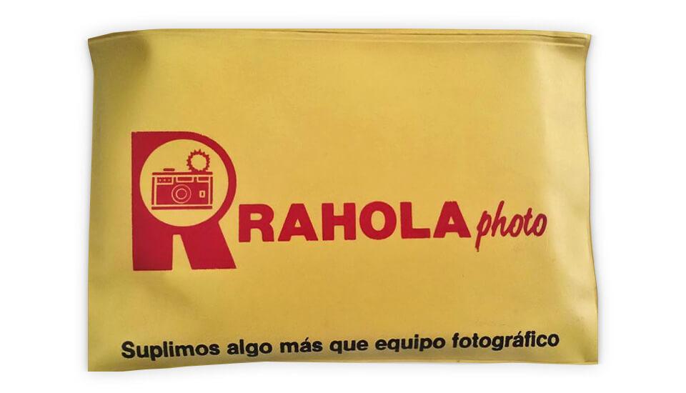 Rahola, en el Centro Comercial Plaza Carolina, Carolina, Puerto Rico.