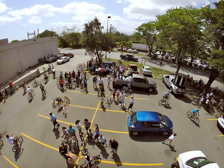 Pedaleando por la Paz, evento en Carolina, Puerto Rico. Estacionamiento de Plaza Carolina.