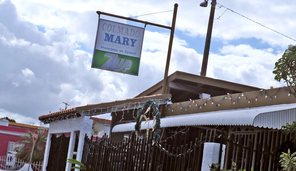 Colmado Mary en la Urbanización Jardines de Country Club, Carolina, Puerto Rico.