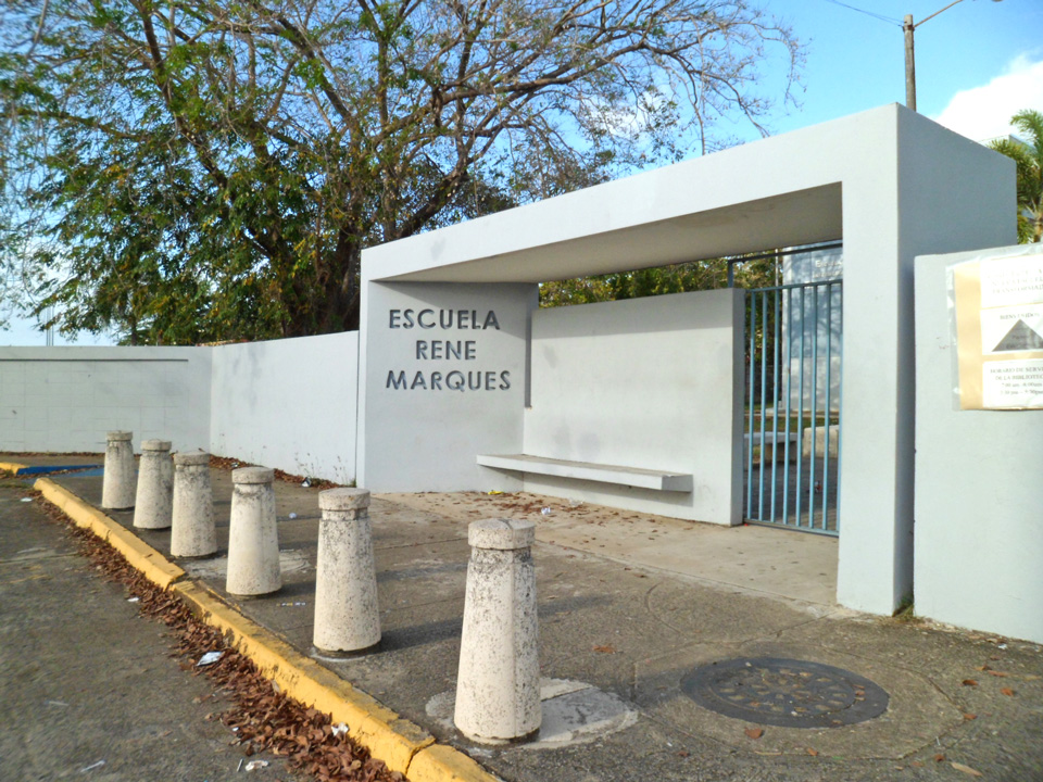 Escuela René Marqués, en la Urbanización Jardines de Country Club, Carolina, Puerto Rico.