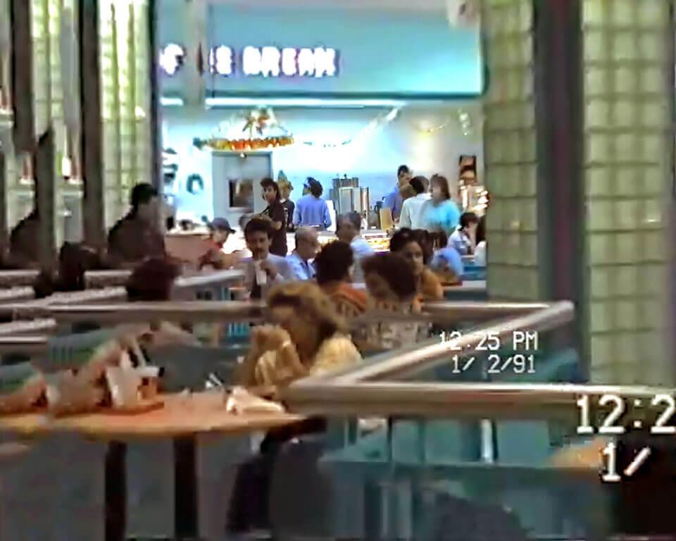 """Foto vieja del """"Coffee Break"""" en Plaza Carolina en el 1991, Carolina, Puerto Rico."""