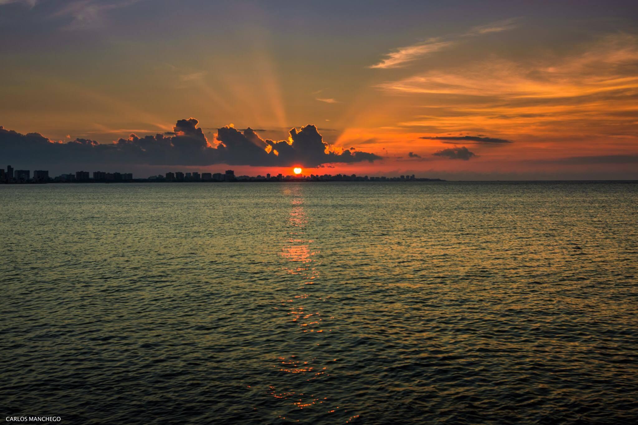 Atardecer en Playa de Isla Verde, Carolina, Puerto Rico.
