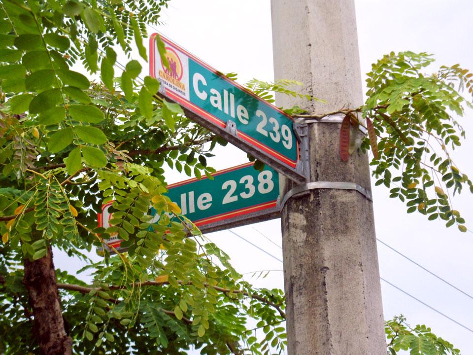 Calle 238 y Calle 239 en Country Club, Carolina, Puerto Rico.