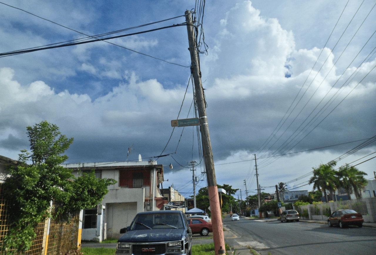 Poste a la entrada del Callejón Ramos; mirando hacia la Carr. 190. Barrio Sabana Abajo, Carolina, Puerto Rico.