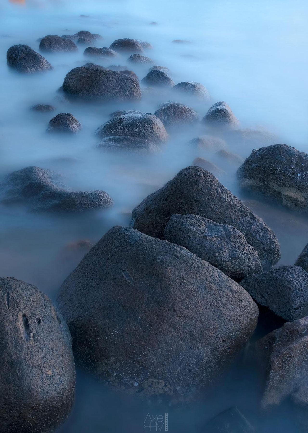 Rocas en la Playa de Isla Verde, foto de Axel RRM.