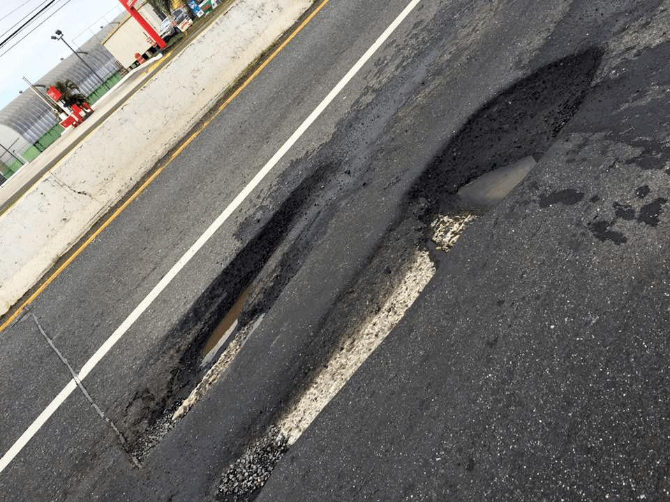 Hoyos en carreteras de Carolina, Puerto Rico.