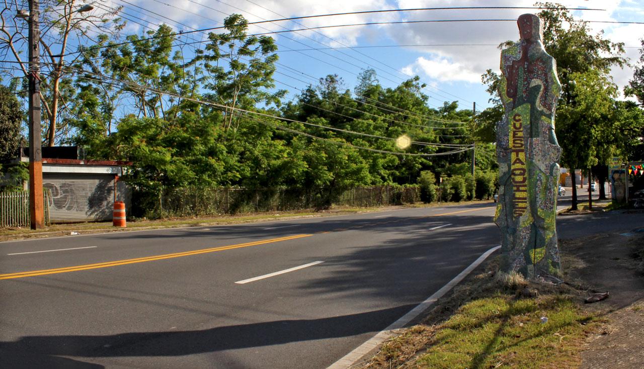 """Mosaico (Yacimiento de Gigantes) en Cuesta Quiles, en la Carretera 848 (Juan José García Ríos """"Chejuan""""), San Antón, Carolina, Puerto Rico."""