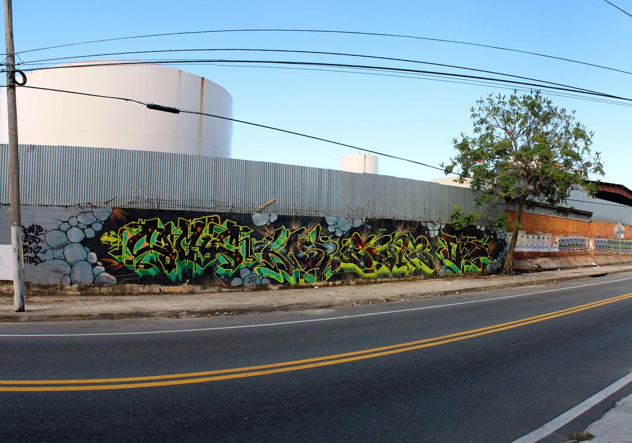 Graffiti en la Carretera 887, Carolina, Puerto Rico.