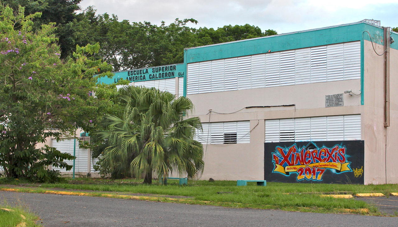 Escuela Superior Luz América Calderón en Villa Carolina, Carolina, Puerto Rico.