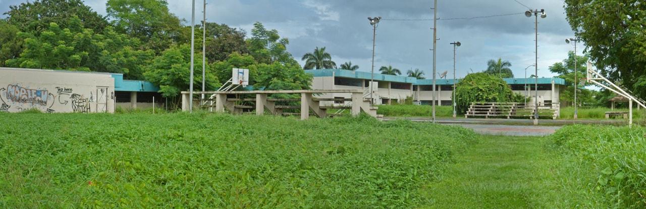 Antigua Escuela Lola Rodríguez De Tió en Valle Arriba Heights, Carolina, Puerto Rico.