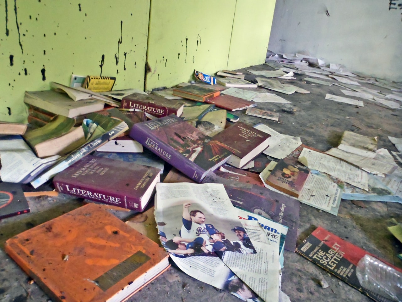 Foto de escuela cerrada en Carolina. Lola Rodríguez De Tió, Valle Arriba Heights.