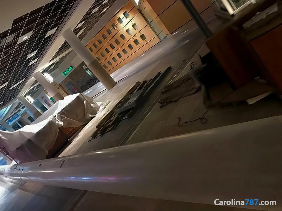 Área de First Bank de Plaza Carolina tras el paso del Huracán María en septiembre del 2017.