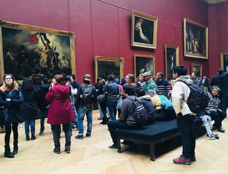 under30experiences-group-travel-blog-for-millennials-falling-in-love-with-paris-lourve