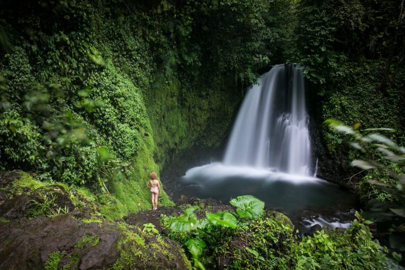 under30experience-group-travel-blog-for-millennials-top-5-trips-to-take-this-summer-costa-rica-rainforest-waterfall