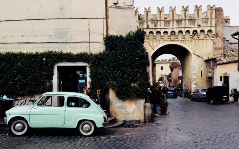 under30experiences-group-travel-blog-for-millennials-the-solo-travelers-guide-to-exploring-rome-trastevere