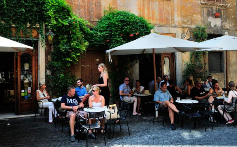 under30experiences-group-travel-blog-for-millennials-the-solo-travelers-guide-to-exploring-rome-eating-out-in-rome