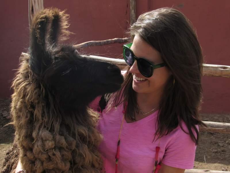 under30experiences-group-travel-blog-for-millennials-peru-llama-selfie