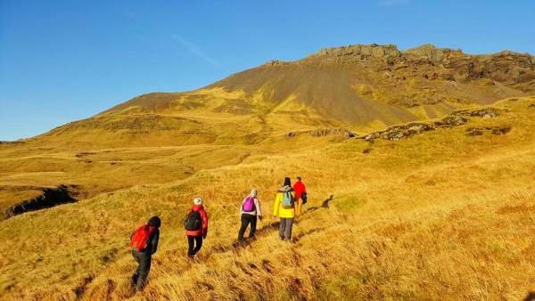 group-hiking-in-iceland
