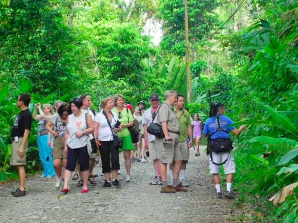 under30experiences-group-travel-blog-for-millennials-why-we-stopped-going-to-manuel-antonio-national-park-crowds