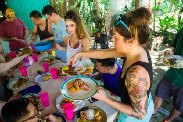 under30experiences-group-travel-blog-for-millennials-why-we-stopped-going-to-manuel-antonio-national-park-cooking