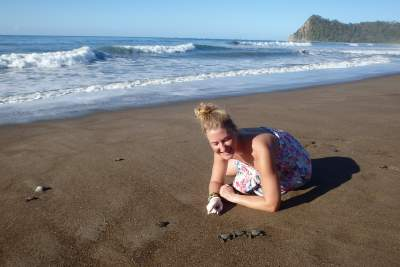under30experiences-group-travel-blog-for-millennials-Daring-the-solo-adventure-as-a-female-beach