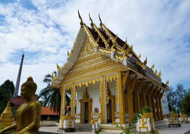 under30experiences-group-travel-blog-for-millennials-how-to-spend-4-days-in-koh-samui-thailand-wat-khunaram
