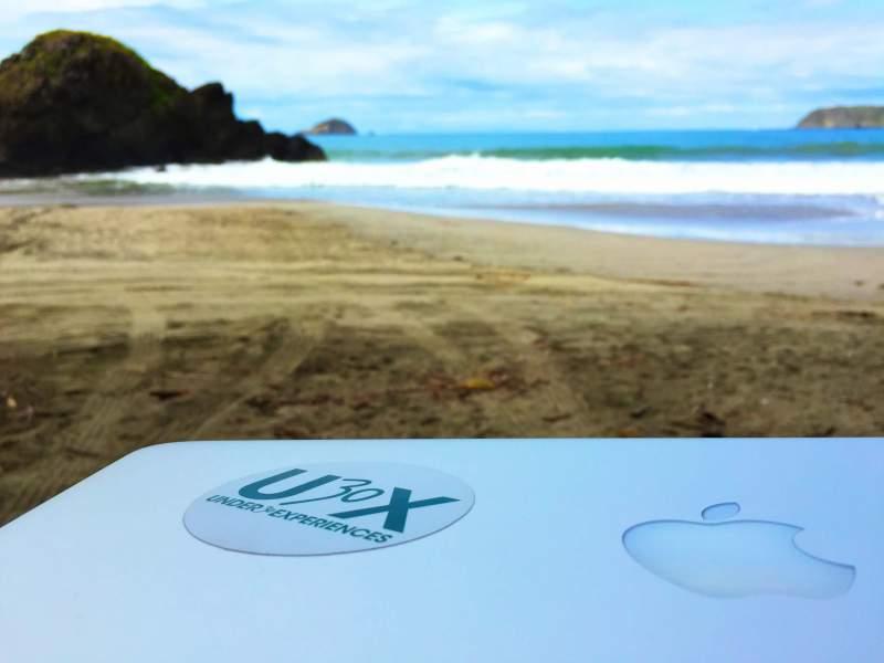 digital-nomad-laptop-in-costa-rica